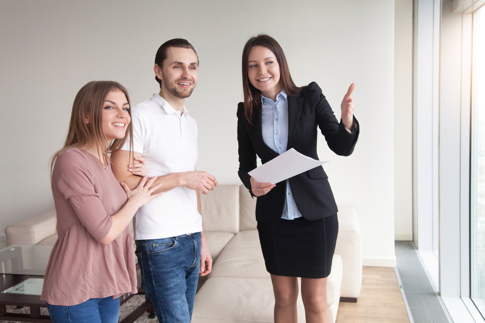 How do online estate agent accompanied viewing services work in theres a number of benefits to conducting viewings yourself you know your property and the local area better than anyone else so youre best placed to solutioingenieria Choice Image